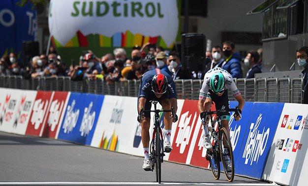 Tour dos Alpes: Gianni Moscon vence 3ª etapa; Simon Yates lidera
