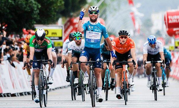 Volta da Turquia: Cavendish vence pela 3ª vez seguida em chegada com muitas quedas
