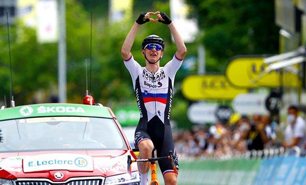 Tour: Mohoric vence 7ª etapa; Van der Poel e Van Aert na fuga