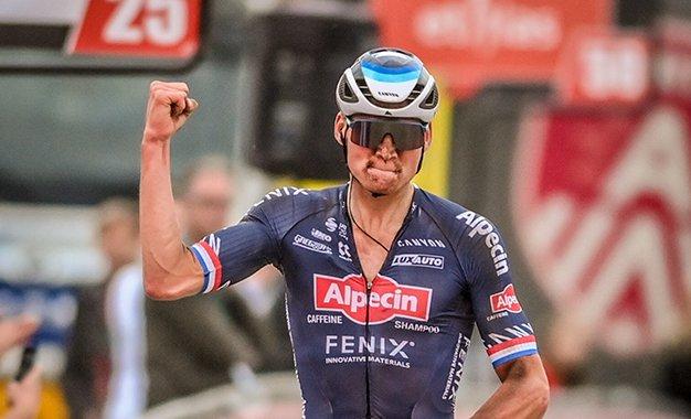 Mathieu van der Poel retorna com vitória na Bélgica