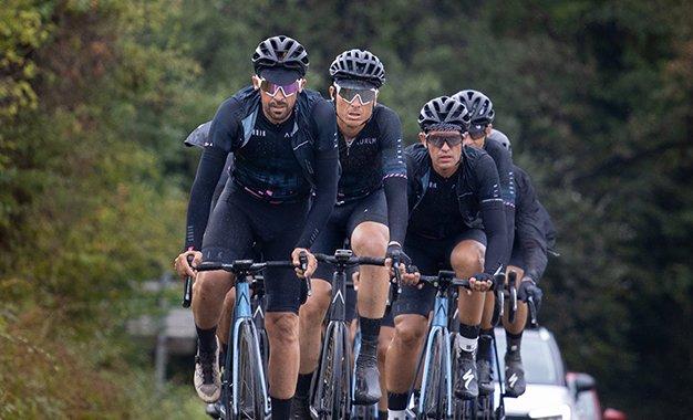 Contador cumpre promessa e pedala 1.600 km até Milão