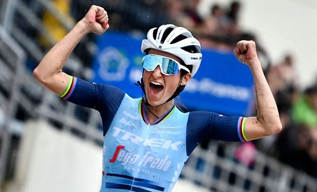 Paris-Roubaix: com vitória solo, Lizzie Deignan é a 1ª campeã
