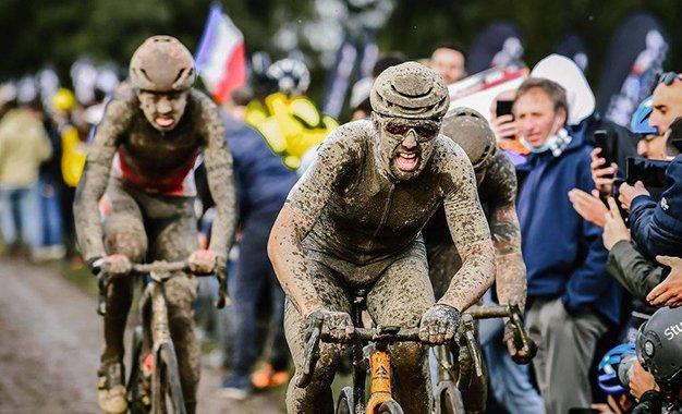 Paris-Roubaix: veja imagens de dentro do pelotão e melhores momentos
